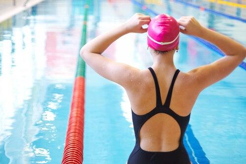 Si vous avez mal aux genoux, la natation reste l'une des meilleures solution!