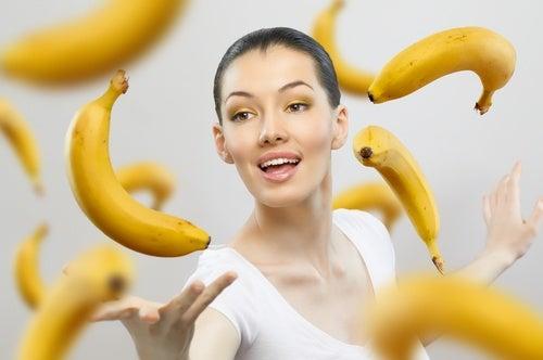 Utilisations-de-la-peau-de-banane-en-beaute-500x332