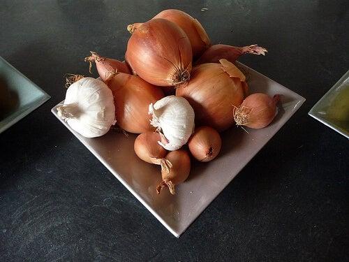 ail-et-oignon-tomylees