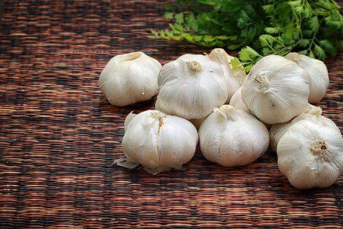 15 raisons de consommer de l'ail cru