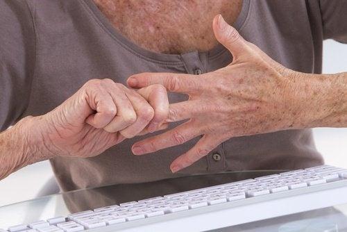 7 exercices pour soulager les douleurs d'arthrite des mains
