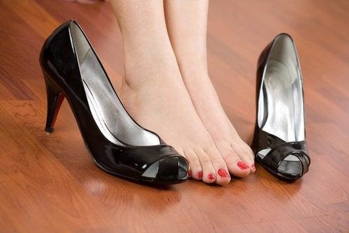 Dites adieu aux douleurs de pieds dues aux chaussures