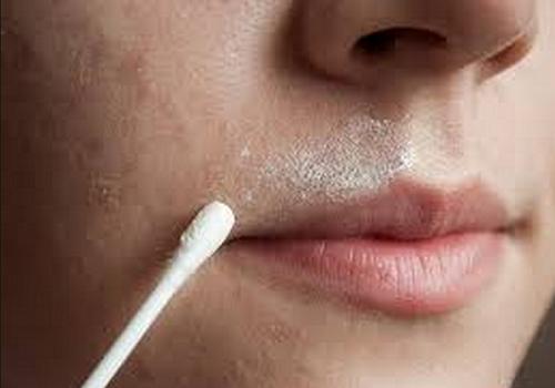 Un remède naturel 2 en 1 pour éliminer le duvet facial et adoucir la peau