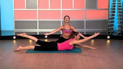 Exercices-avec-etirements-pour-ameliorer-la-posture-500x281