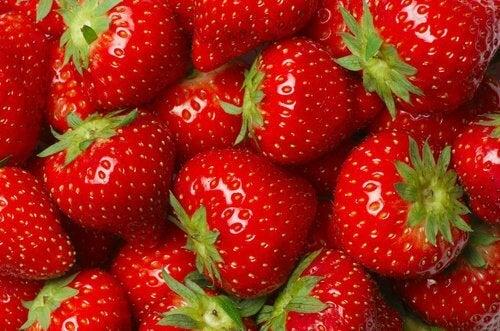 fraises et eaux aux agrumes