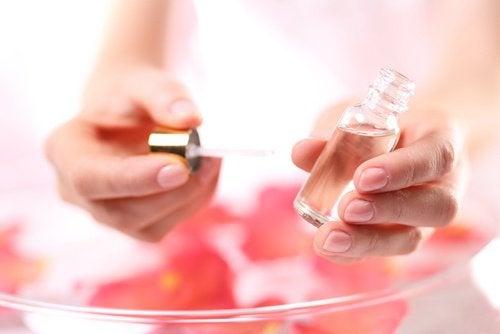 L'huile de rose musquée est très efficace contre les stries.