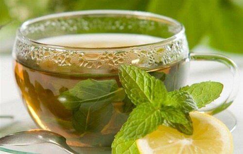 Thé vert contre le gonflement.