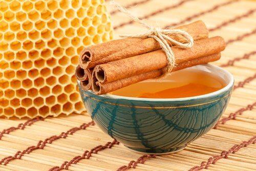 Un remède à base de cannelle, de miel et de vinaigre balsamique pour vos cheveux !