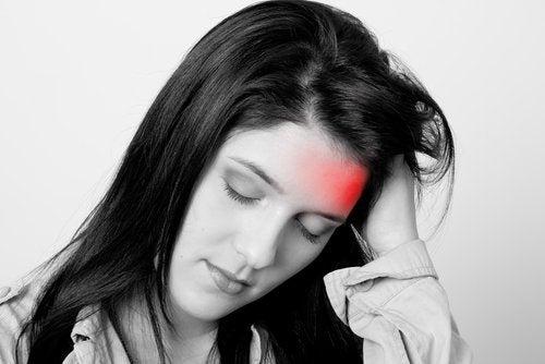 La migraine chez les femmes : causes et traitements