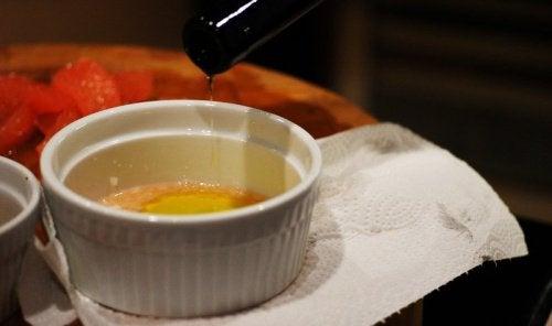 Le nettoyage du foie et de la vésicule biliaire avec de l'huile d'olive et du pamplemousse