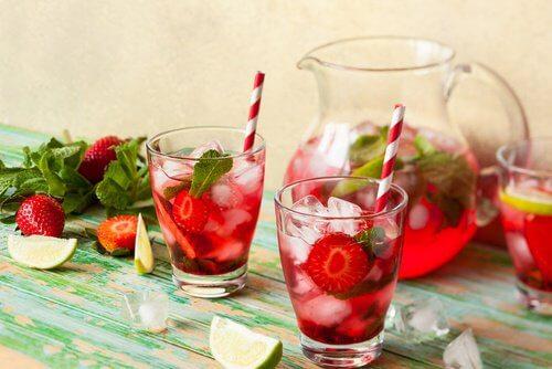 Recette d'eau et fraise pour stopper les envies de manger
