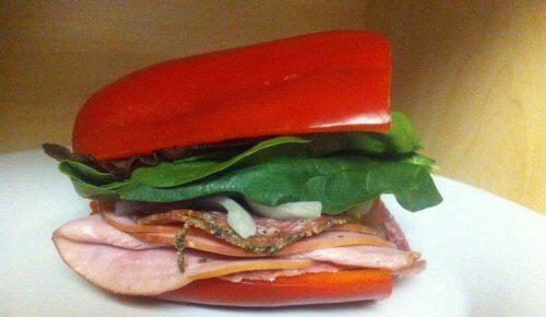 Sandwich sans pain au poivron.
