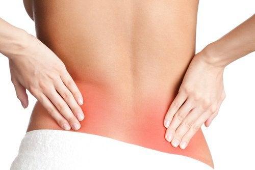 Bulto doloroso en la parte inferior de la espalda inferior