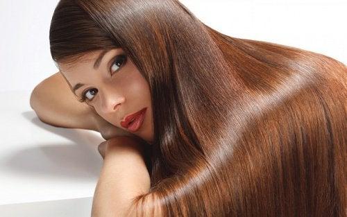 Utilisations du citron dans les traitements pour les cheveux.