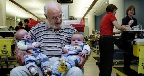 L'homme qui a sauvé des millions de bébés avec son sang