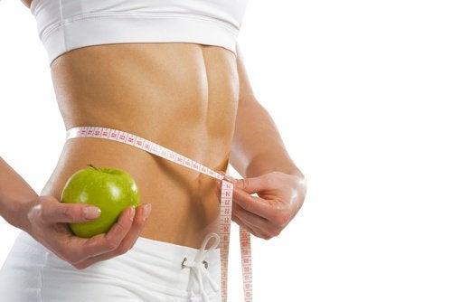 Manger une pomme pour mincir.