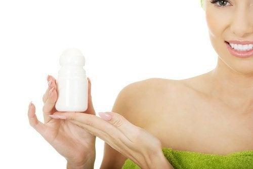 produits à ne pas appliquer sur la peau du visage : anti-transpirant
