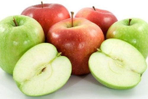 La pomme pour réduire les cernes naturellement.