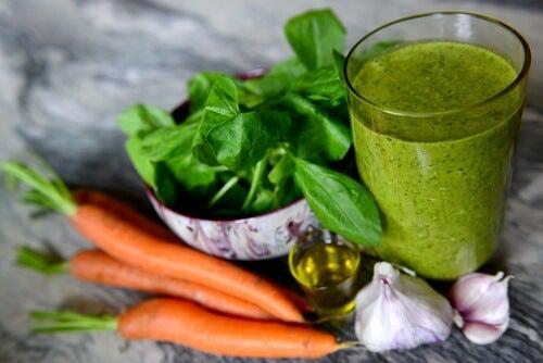 Jus verts pour diminuer l'hypertension et nettoyer les reins