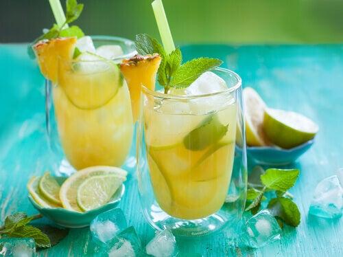 Jus de citron et ananas