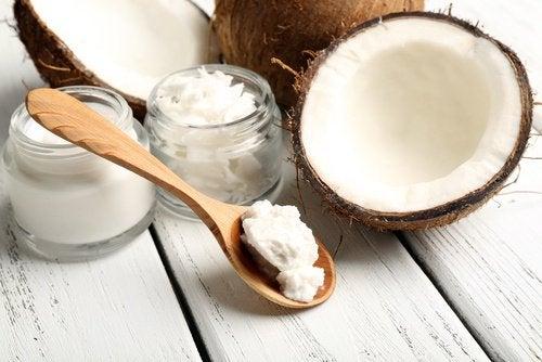 L'huile de coco pour atténuer la cellulite.
