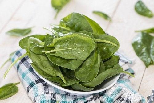 aliments que vous ne devez réchauffer : épinards