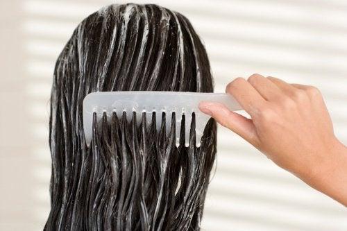 Comment prendre soin de vos cheveux avant d'aller vous coucher