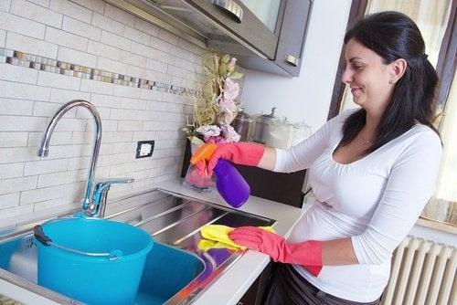 7 conseils pour nettoyer les superficies difficiles. Cela n'a jamais été aussi simple !
