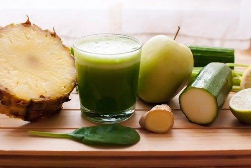 Mincissez du ventre en buvant ce jus à l'ananas, concombre, céleri, gingembre et citron
