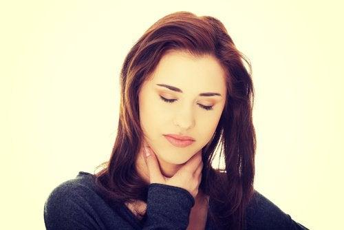 femme souffrant de reflux