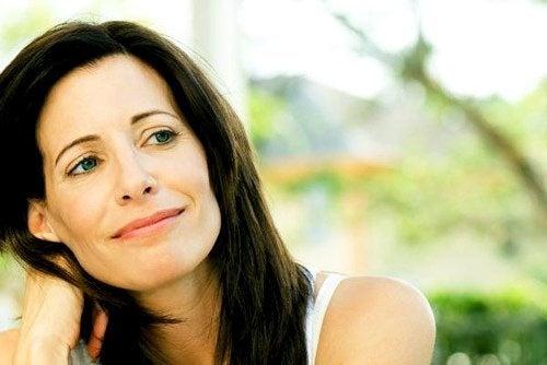 Remedes-naturels-maison-contre-la-menopause-500x334
