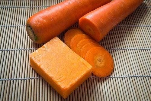 toniques faciaux maison à la carotte