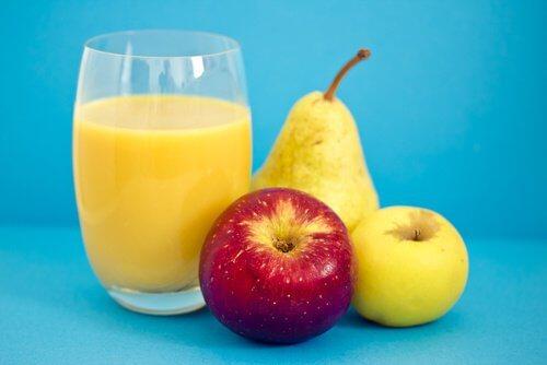 Smoothie avec de la pomme et poire