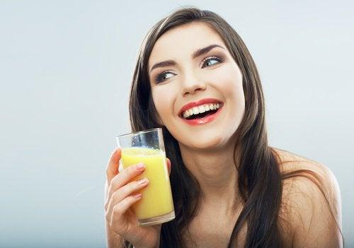 boire-eau-a-l'ananas-500x351