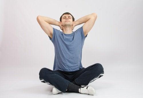 Exercice d'étirement du cou