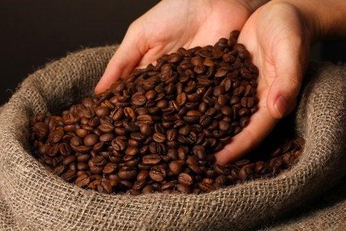 Boire-du-cafe-500x334