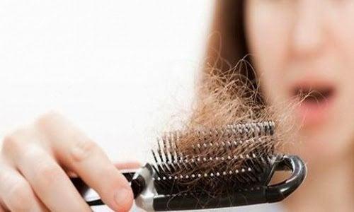 Conseils et remèdes naturels pour stopper la chute des cheveux