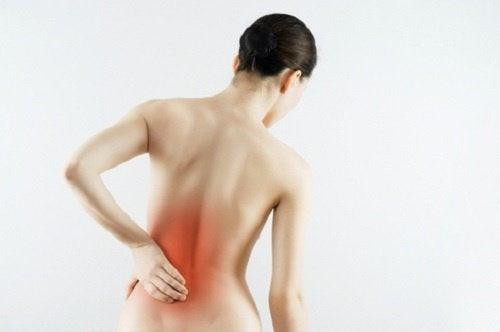Le mal de dos dans la zone lombaire.
