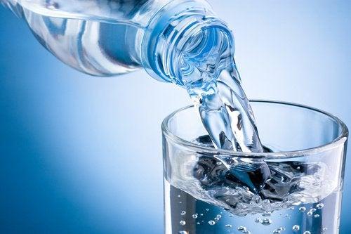 eau pour ralentir la chute des cheveux