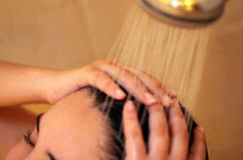 Les 8 meilleures astuces de beauté pour votre peau et vos cheveux