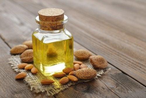 L'huile d'amande contre les cernes.