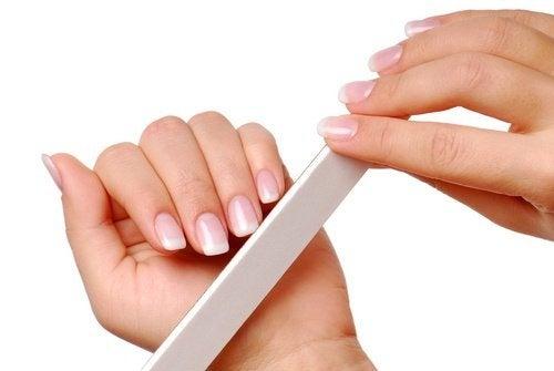 Limez vos ongles pour leur donner une belle forme