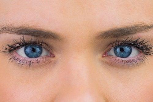 rétention d'eau et yeux
