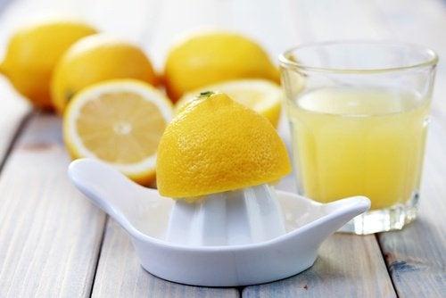 boire-du-jus-de-citron-500x334