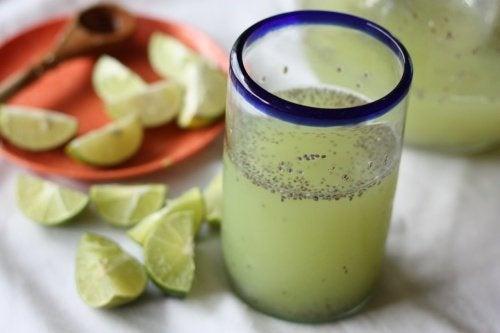 Eau de chia au citron pour mincir