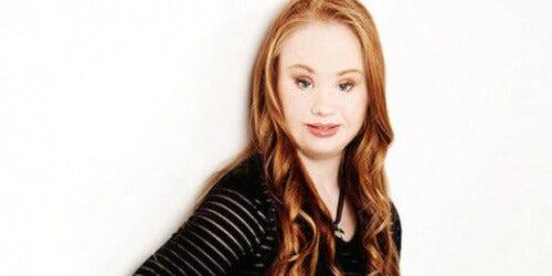 Maddy, une jeune fille atteinte de trisomie 21 qui est mannequinnat