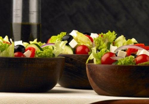 salade-grecque-avec-tomates-cerises-500x350