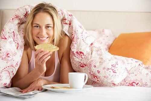 Les aliments sur votre lit.