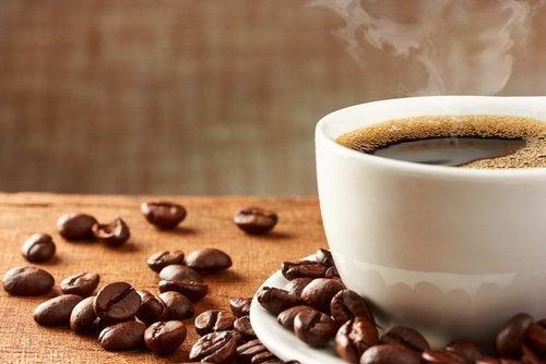 Le café est susceptible de provoquer de l'acidité dans l'estomac.