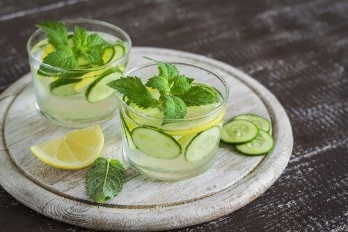 Comment-preparer-eau-de-concombre-500x334